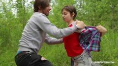 Güçlü adam kadını altına alıp kökleye kökleye sikti