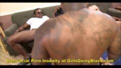 ayaktan domaltarak arkadan sikişmek porno